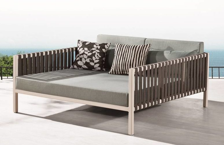 Garnet Modern Outdoor Chaise Lounge Daybed Icon Outdoor