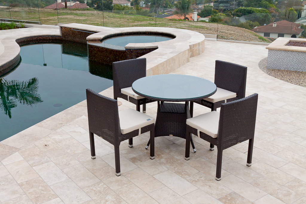 Rodondo Modern Outdoor Round Dining Set For Four With Vita Armless